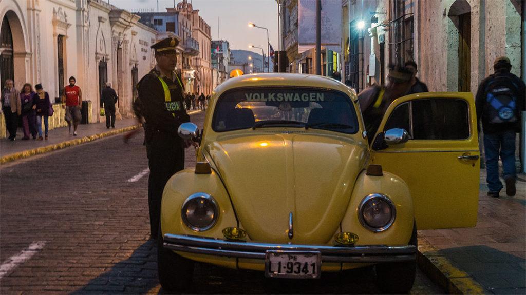 vieilles-voitures-policier-arequipa