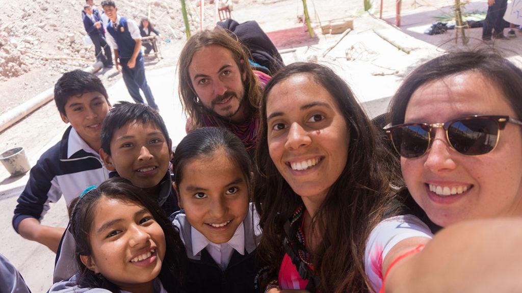 selfie avec les élèves d'un collège