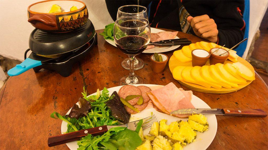 où manger à Cuzco : une raclette au buffet francès