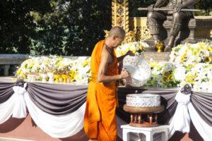 un moine au Doi Suthep