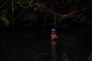 enfants rivière