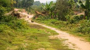 entrée dans un village au nord du laos