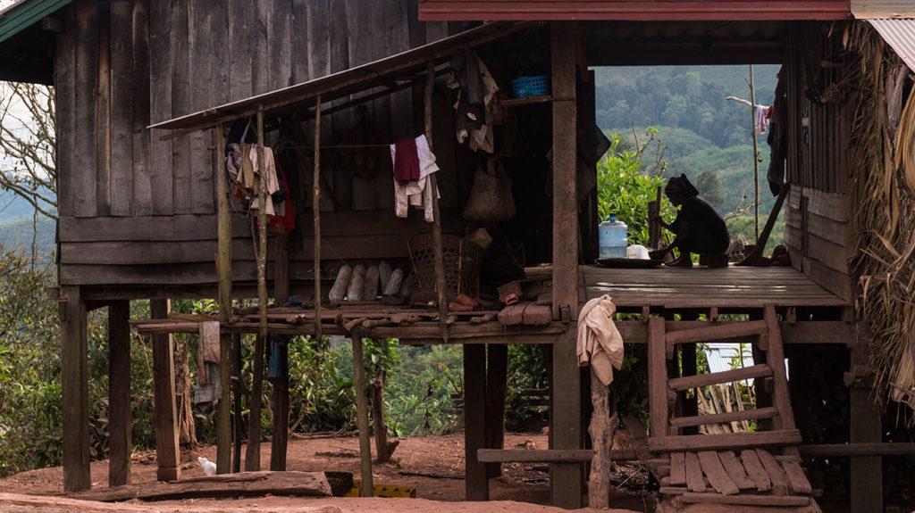 femme village akkha