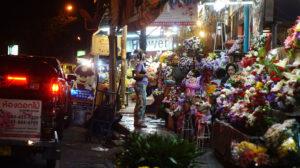 night market, stand de fleurs