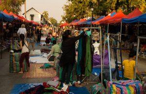 marché de Luang Prabang en préparation
